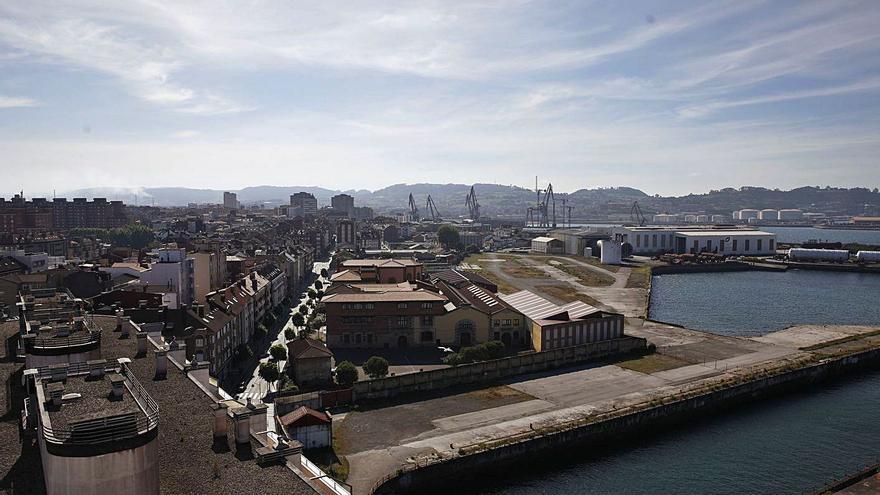 El Natahoyo recela del plan hostelero en Naval Gijón, y Poniente pide cambiar el uso del suelo