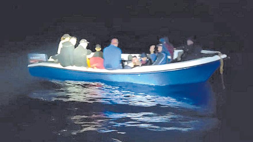 Las precarias condiciones en las que llegan los migrantes a Baleares: pateras sin GPS, luces ni equipos de salvamento