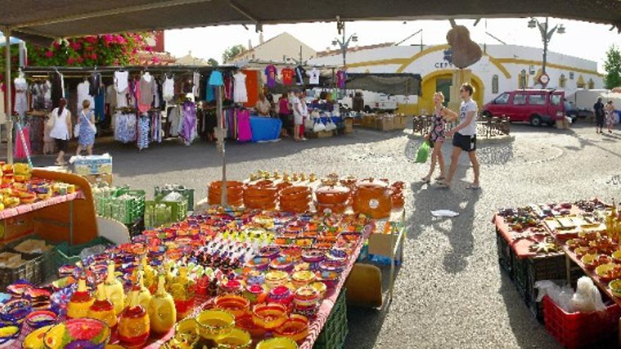 El Paseo Marítimo de Los Boliches acogerá el Mercado de Artesanía de Fuengirola este verano