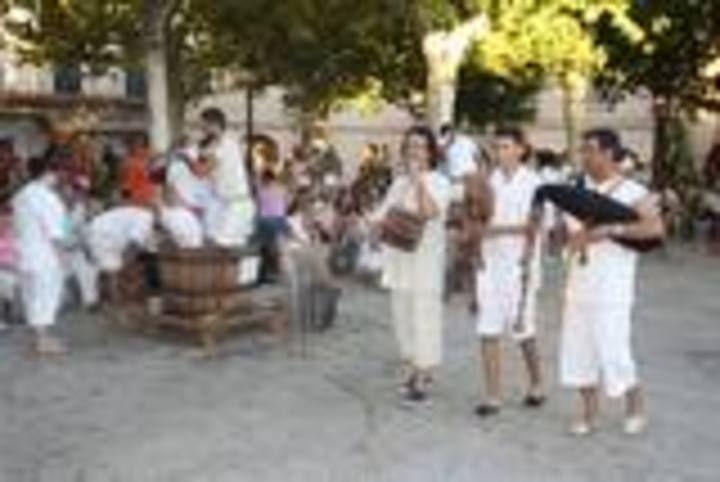 Weinfest in Binissalem: Rituelles Traubenstampfen