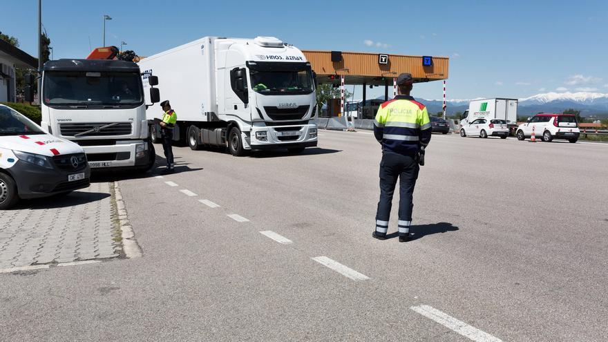 Trànsit prohibirà als camions circular per l'AP-7 els diumenges