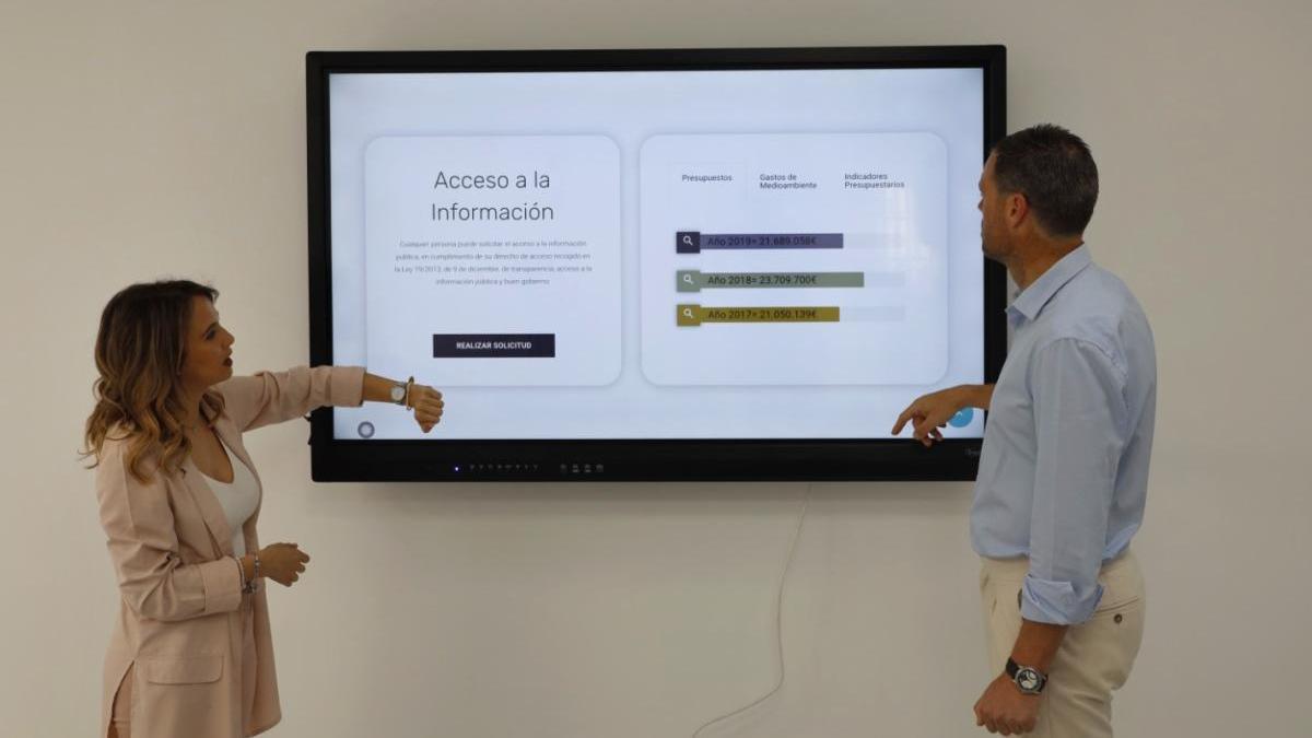 Caravaca presenta el nuevo portal de transparencia y la línea verde de incidencias