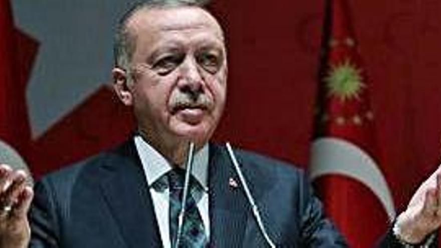 Erdogan amenaça d'«obrir les portes» als refugiats si Europa critica l'ofensiva contra els kurds
