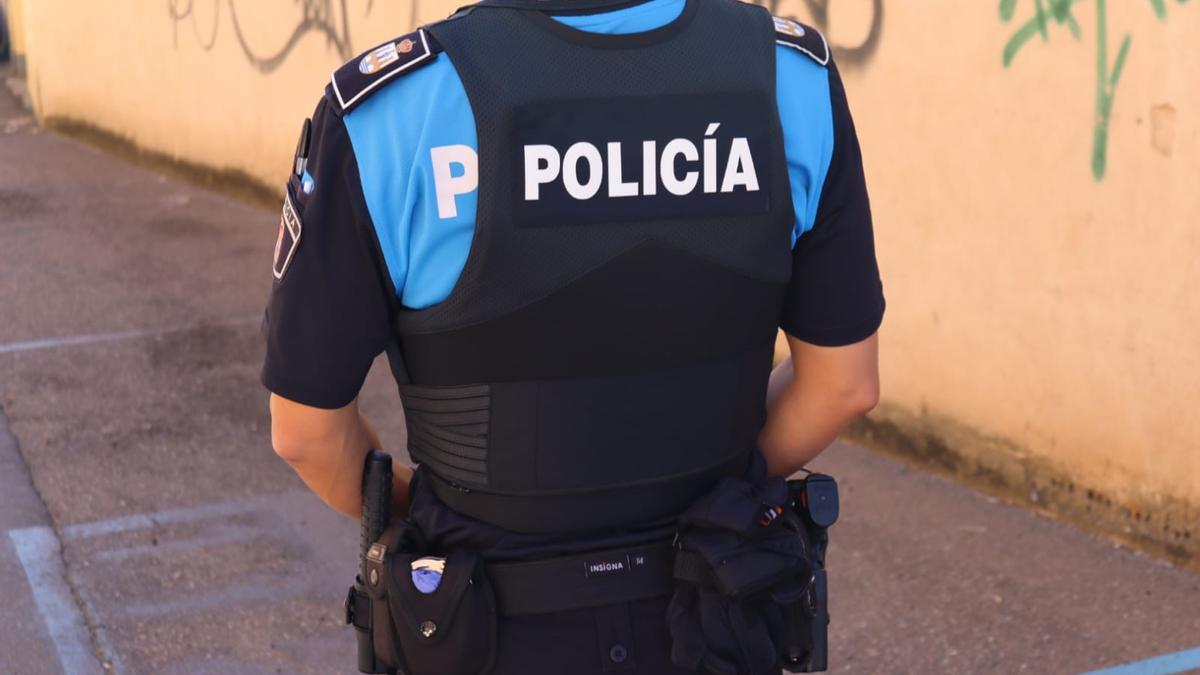 Un agente de la Policía Local de Benavente.