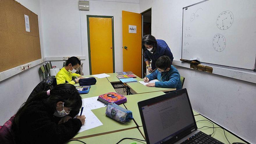 Carabelo comienza sus clases de apoyo para unos cuarenta alumnos en riesgo de exclusión