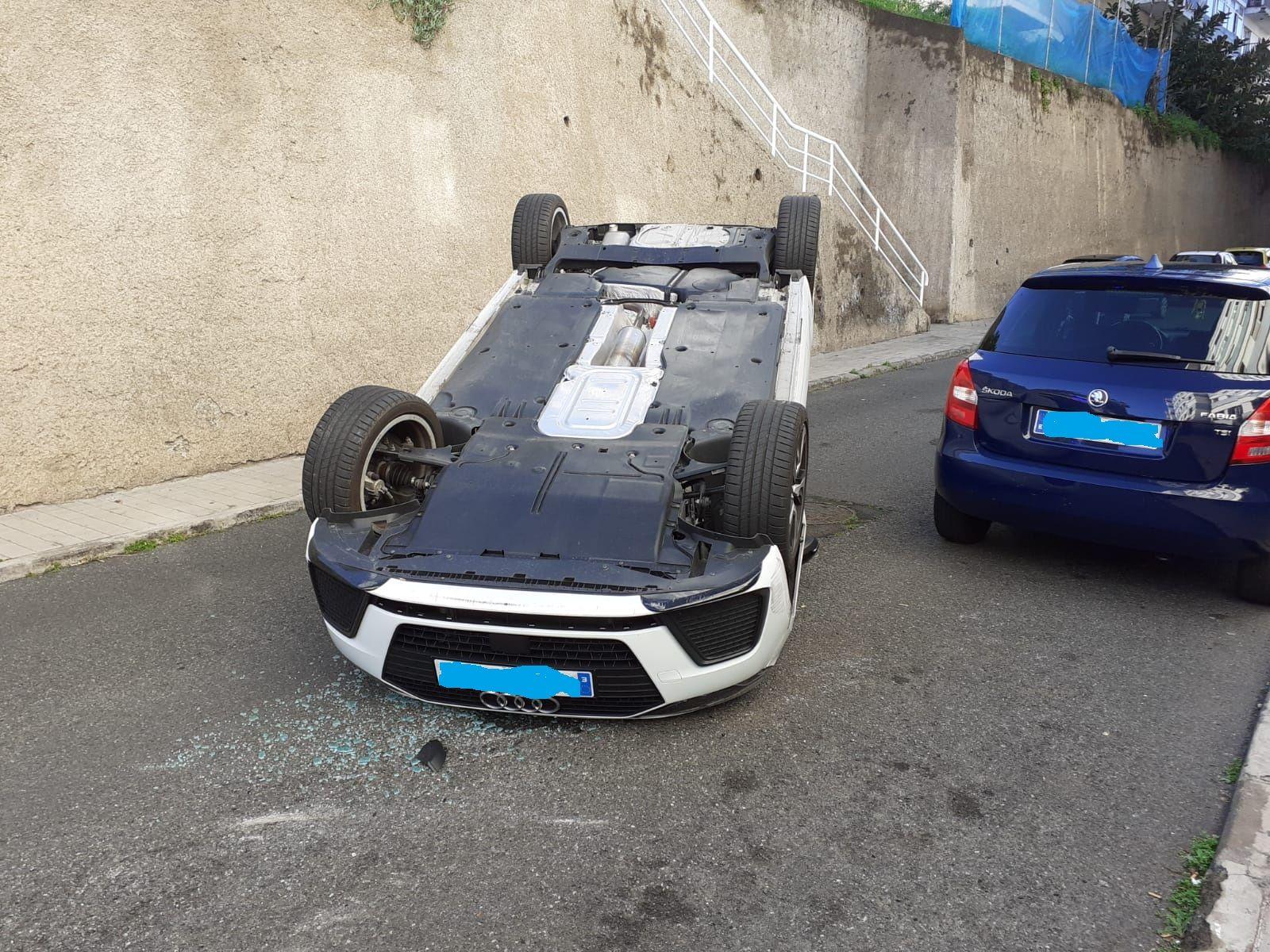 Vuelca un coche en El Batán