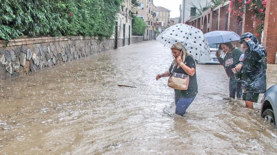 La alcaldesa de Almoradí culpa a la CHS de la inundación de la Vega Baja por la falta de mantenimiento del río durante la DANA en la comisión de investigación de las Cortes