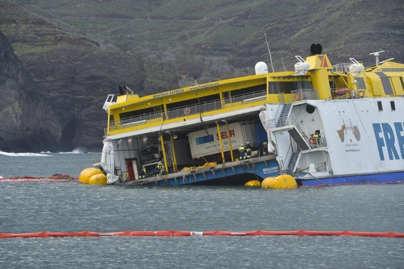 Pleamar en Agaete para remolcar el ferry