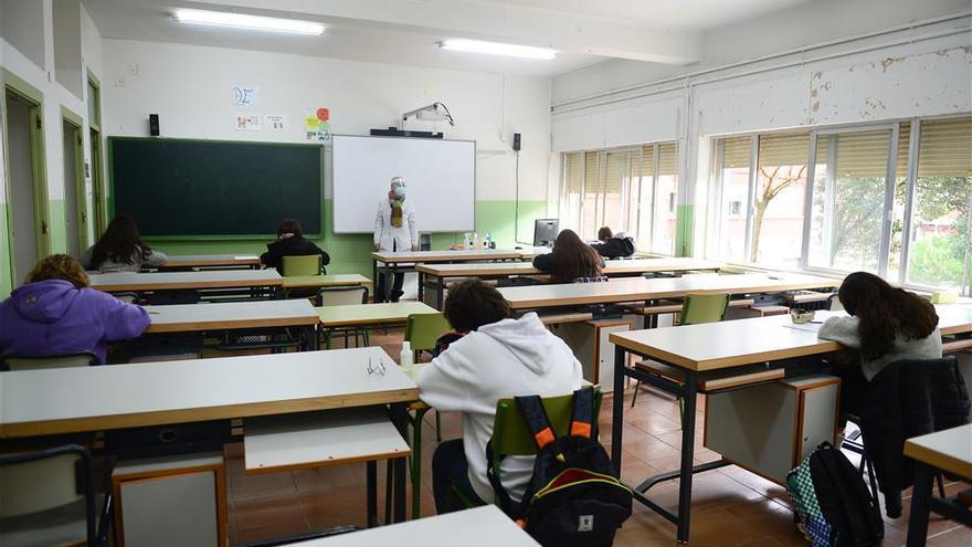 Siete nuevas aulas educativas extremeñas entran en cuarentena por covid-19