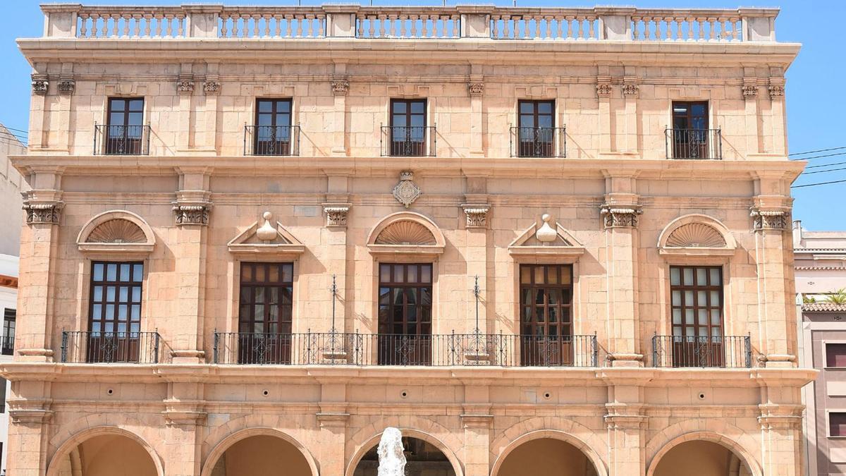 Imagen de la fachada del Ayuntamiento de Castelló.
