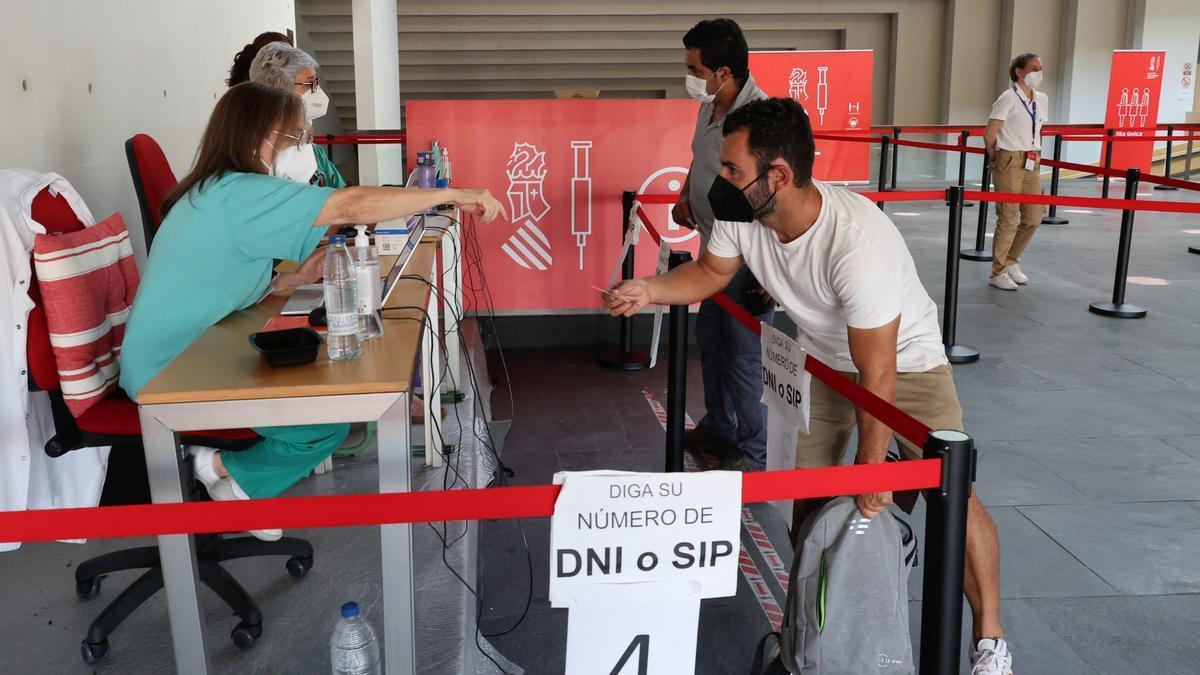 Proceso de vacunación en el Auditori de Castelló.