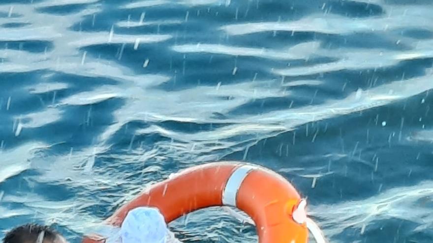 Un submarinista de la Guardia Civil rescata de las aguas a un bebé en Ceuta
