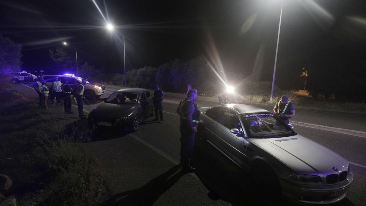 Control policial en la carretera de Cap Blanc.