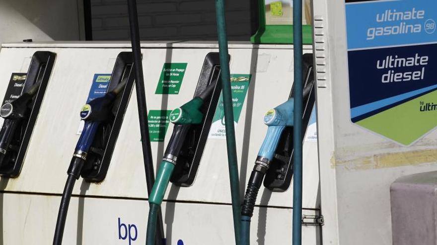 El precio de la gasolina anota su primera caída del año