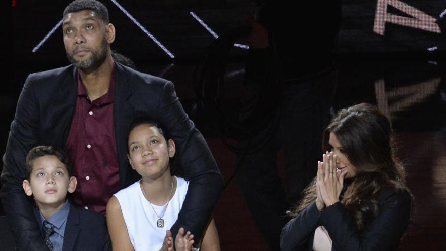Gasol brilla en la noche del tributo de los Spurs a Duncan