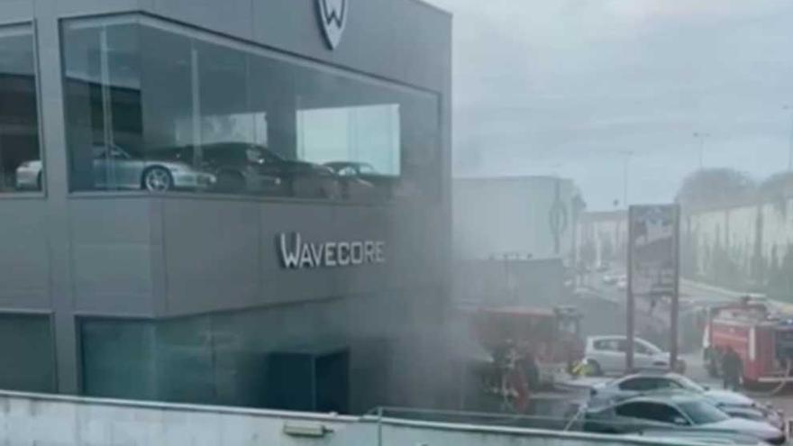 Incendio en el concesionario de coches de lujo de Ricardo Mella