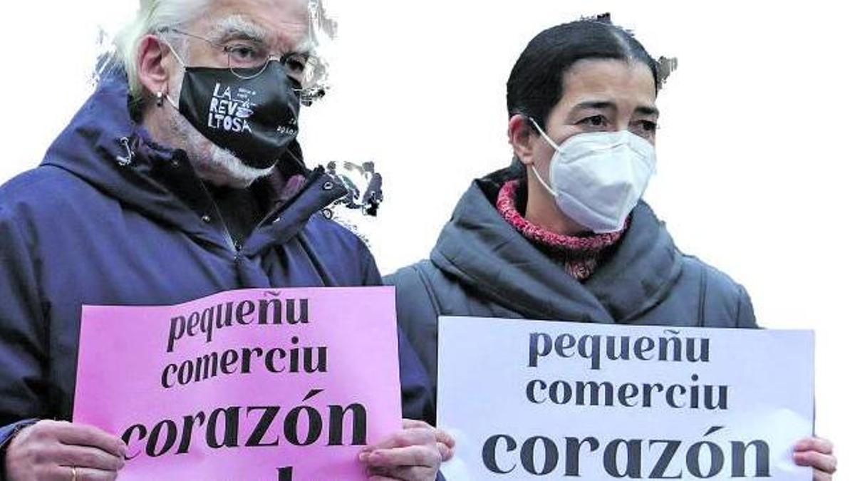 Asistentes a la concentración de ayer en la plaza del Humedal. | Juan Plaza