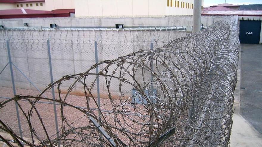 Confinan a 400 presos en Villena tras dar positivo en covid una trabajadora