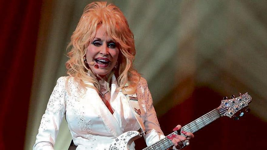 Dolly Parton quiere ser portada de 'Playboy' por su 75 cumpleaños
