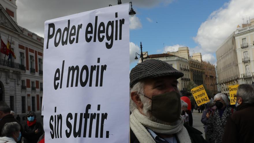 Derecho a Morir denuncia poca voluntad política para aplicar la Ley de Eutanasia