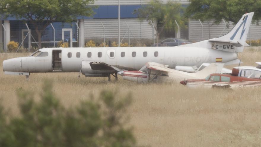 Manises 'regala' aviones