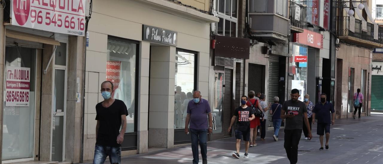 La Corredora, con comercios abiertos y otros cerrados