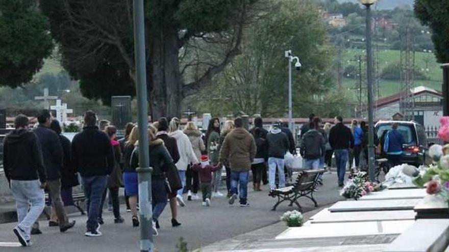 """Tres pastores, familia y una ovación en la despedida """"low cost"""" de Manolín el Gitano"""