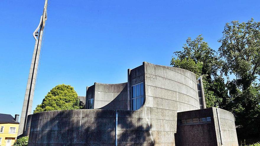 Santa Cruz: la iglesia más vanguardista de la comarca cumple medio siglo