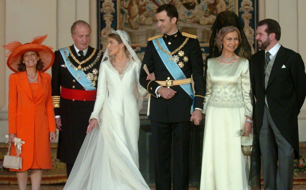 Los reyes durante la boda de Felipe de Borbón y Letizia Rocasolano.