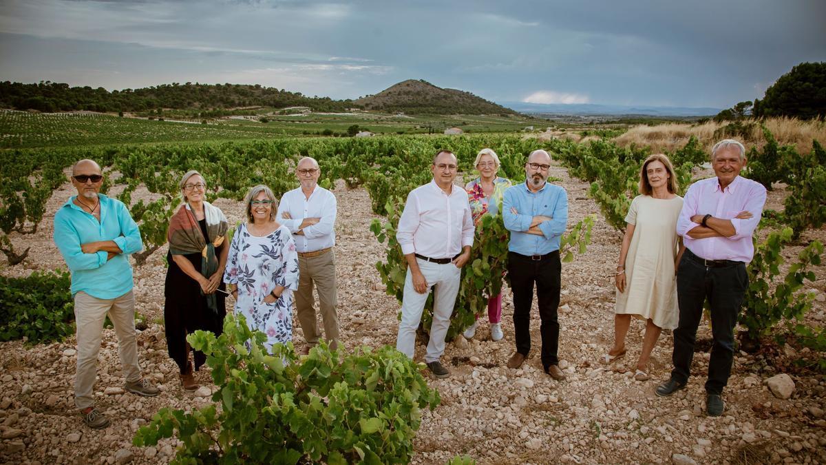Los nueve hijos de Juan Gil y Rosario Vera participan en el exitoso y ejemplar proyecto familiar vinculado a la enología con sede en la localidad murciana de Jumilla.