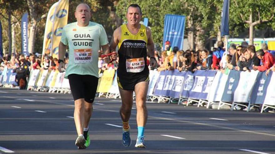 Gran nivel de los atletas adaptados en el Medio Maratón de València