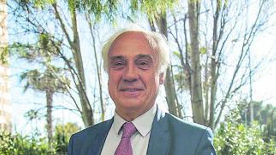 """Juan Antonio March: """"Es más útil un ejército de sanitarios que de combatientes"""""""