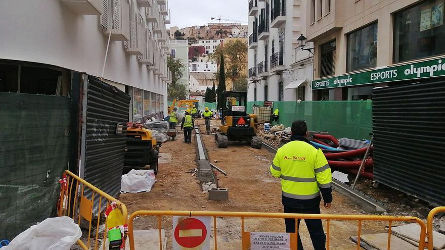 Los hoteleros urgen al Ayuntamiento de Ibiza a parar las obras en el municipio