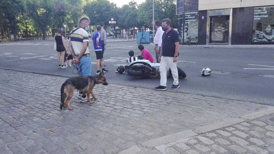 Herida una persona tras una colisión entre dos motos cerca de la plaza Colón