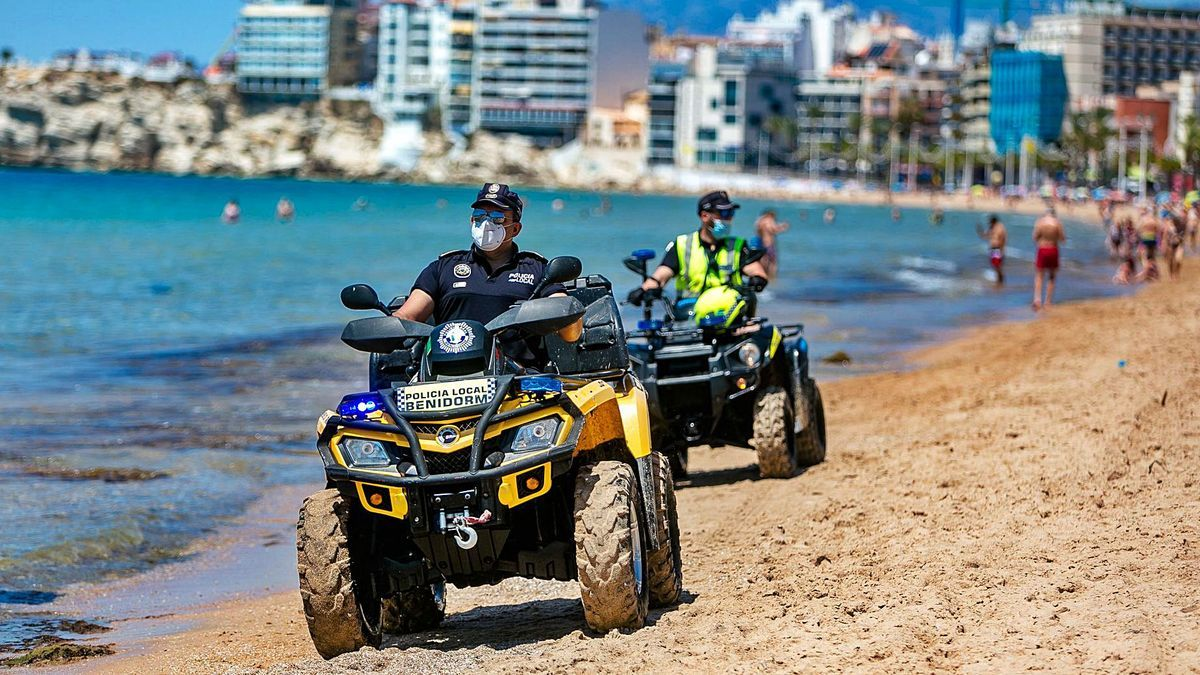 Benidorm Local Police agents, patrolling the beaches last summer to comply with anticovid measures.