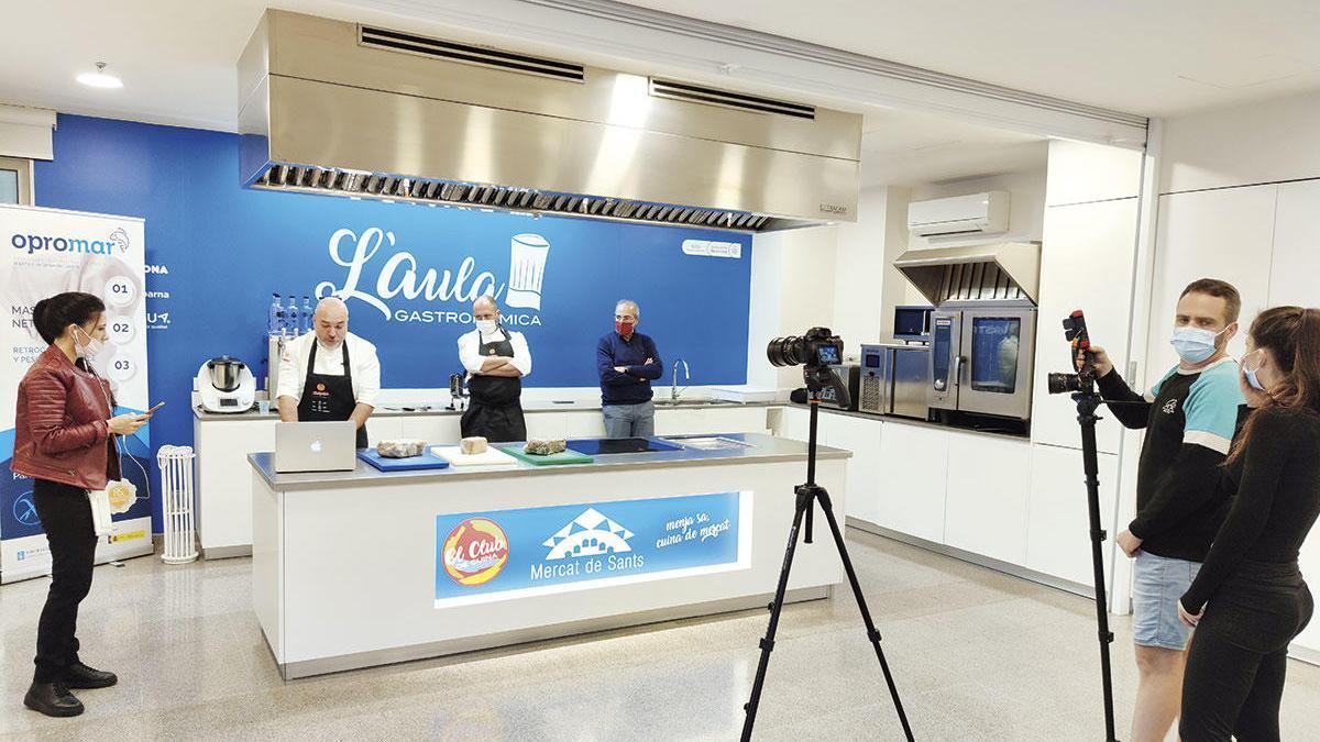 Acto gastronómico celebrado ayer en el Mercado de Sants, en Barcelona.