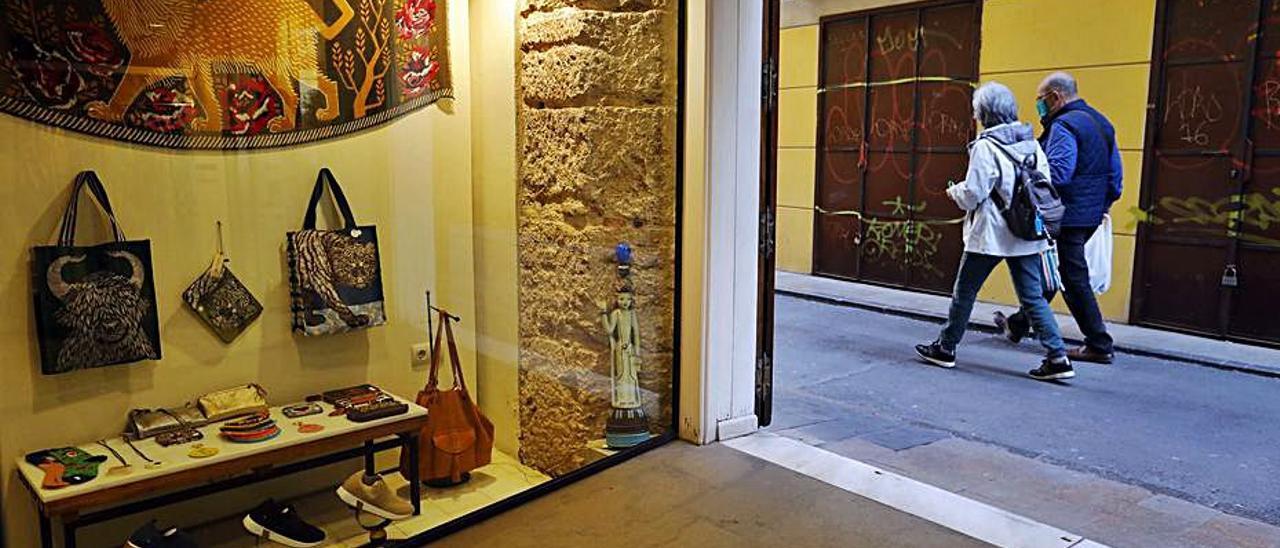 Gremio de «abaixadors» en los números 1 y 3 de la calle Danzas.  m.a.montesinos