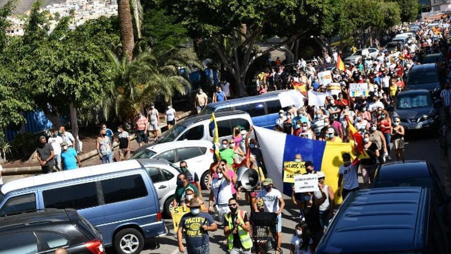 Cientos de personas se manifiestan en Arguineguín por la gestión de la crisis migratoria