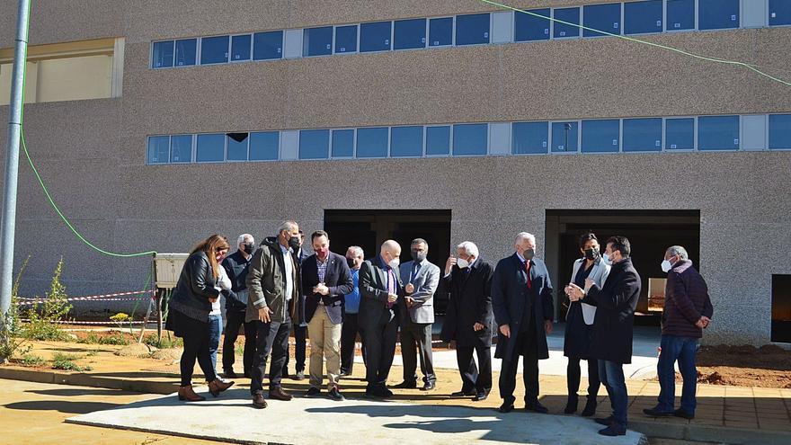 La planta de aluminio de Villabrázaro prevé comenzar la laminación en 2022