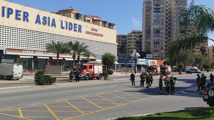 Gran despliegue en la Carretera de Cádiz por un escape de gas