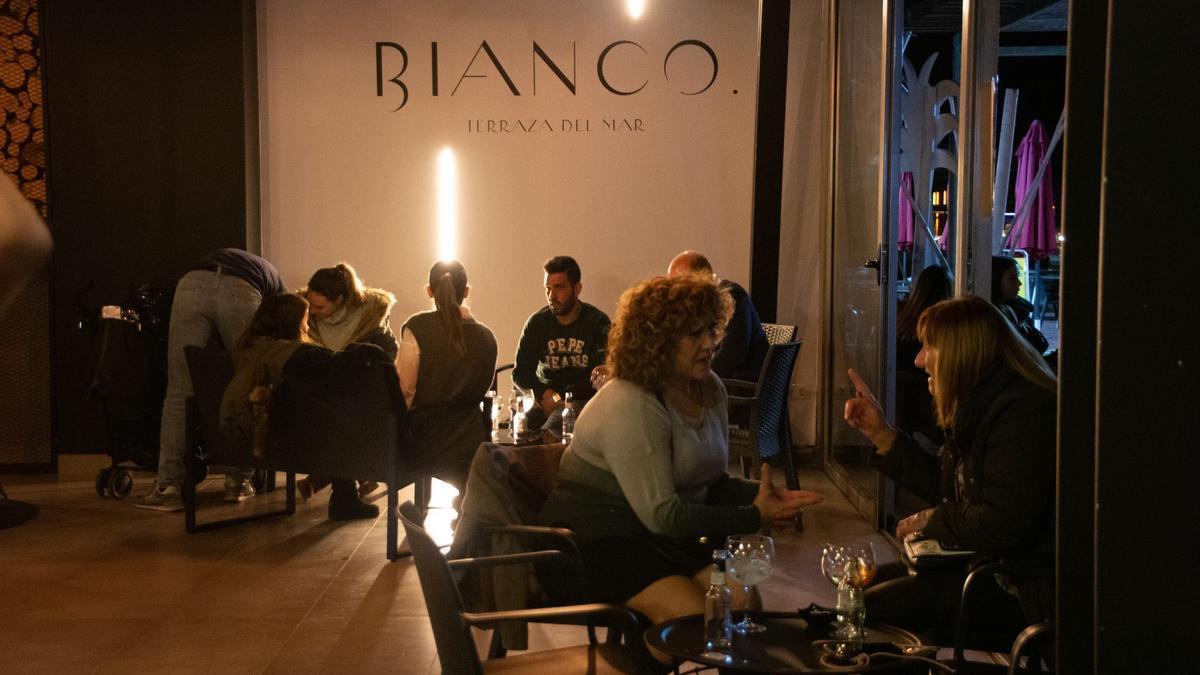 Nuevo Puerto Azahar estrena el viernes 28 de mayo American Danny's y Bianco