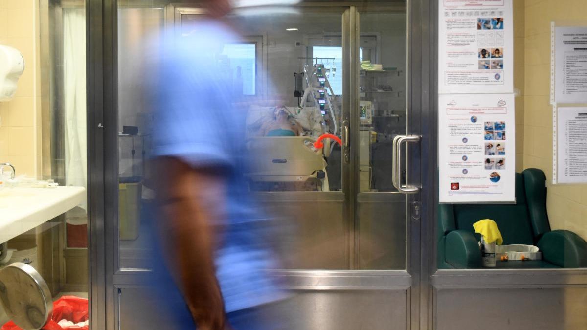 Las UCI de la Región siguen soportando un elevado número de pacientes de covid-19.