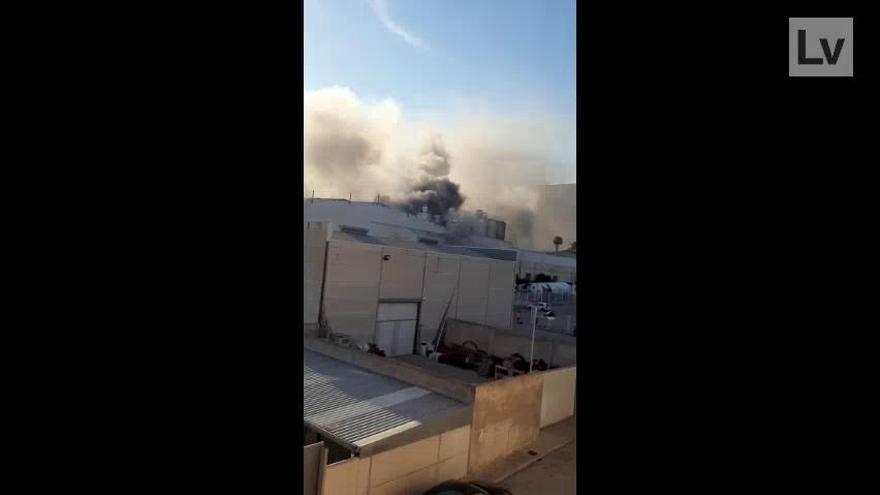 Incendio en la fábrica de Dulcesol en Valencia