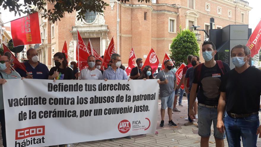 Los sindicatos anuncian movilizaciones, sin descartar la huelga, si Ascer no da un giro en su propuesta de convenio