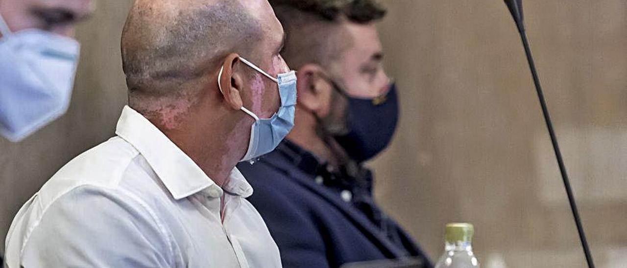 Los dos acusados, durante el juicio en la Audiencia.