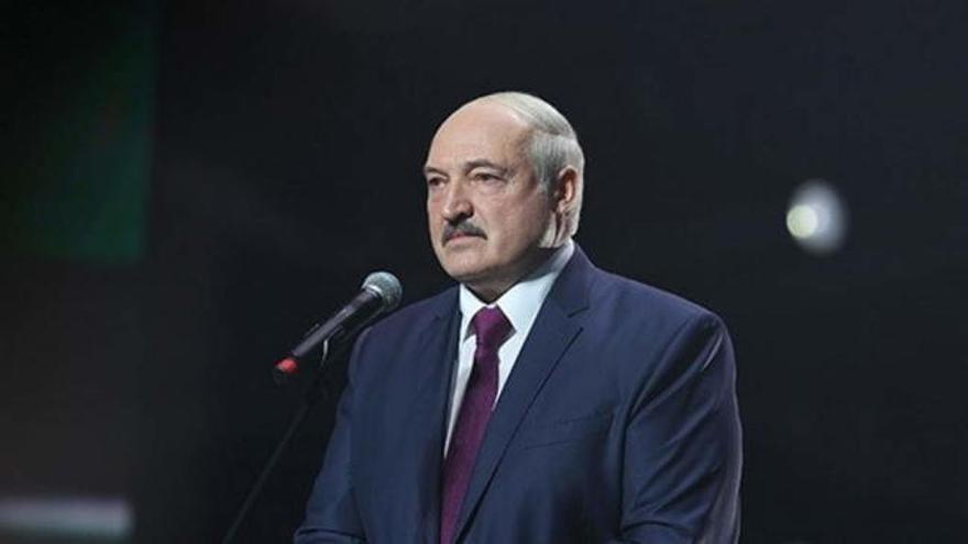 Lukashenko jura como presidente en una ceremonia no anunciada