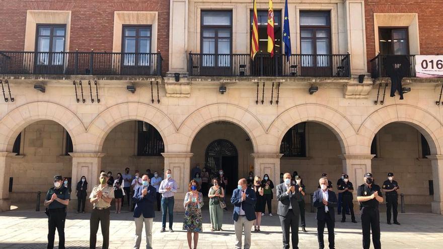 Concentración en las puertas de la Subdelegación del Gobierno en Teruel