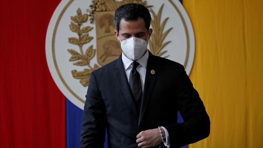 La Asamblea Nacional prorroga su vigencia y ratifica a Guaidó como presidente