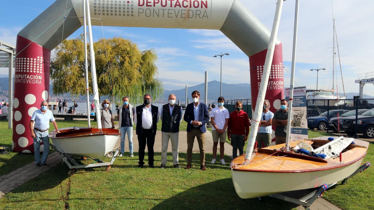 El diputado de Deportes de Pontevedra, Gorka Gómez, con el presidente y otros miembros del Náutico de Vigo.