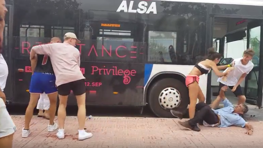 Graven una violenta agressió a un conductor de bus a Eivissa